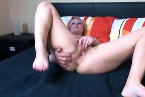 hot blond fisting her vagina