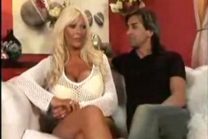 breasty blonde: fook me harder!