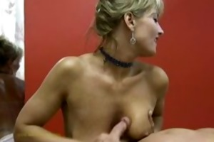 masseuse uses her skills to satisfy in nature