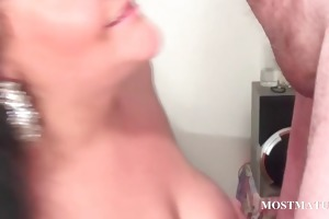wicked cougar blows schlong in close-up