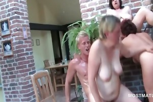 older licks snatch whilst getting screwed from