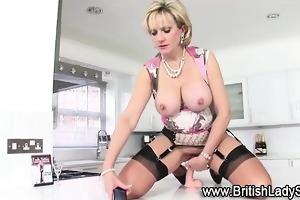 mature masturbatrix rides sextoy