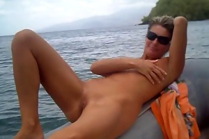 dilettante masturbate on the boat