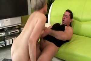 amatuer mature gilf is riding a rod