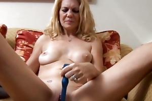 older playgirl has a pierced pussy