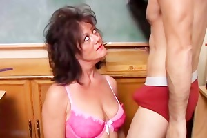 pretty older sweetheart gives a oral-sex lesson