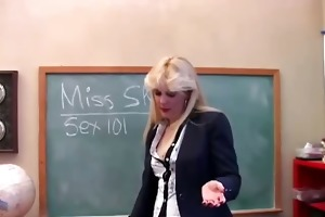saucy milf teaches about her cookie