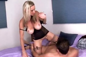 hawt cougar acquires mouthful of cum