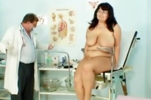 fat aged mama spreads her legs and receives part2