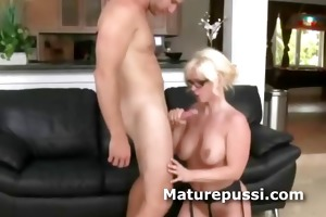 older babe shows she is is orall-service queen as