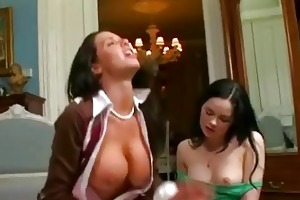 mother i veronica avluv sets up trio