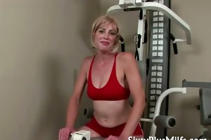 hawt blond housewife in admirable condition