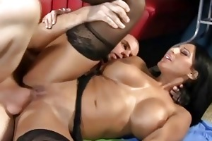 sexy mama takes a large dong in her cockhungry