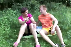 milf and teenager have a fun outdoor sex !!