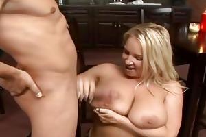 golden-haired momma rachel love fills her wet