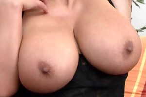 redheaded mommy showing her superhuge scoops