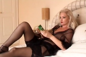 sexy golden-haired cougar smokin solo in
