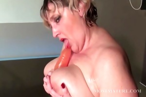 blondie copulates her aged slit with fake penis
