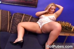 lustful d like to fuck sticking a pounder in her