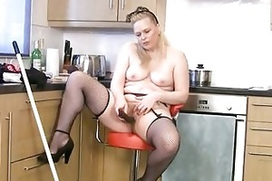 thick aged housewife cleans and cums