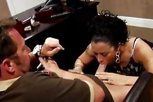 saucy d like to fuck gianna lace on her knees