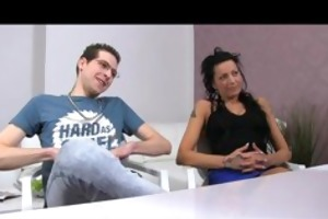 femaleagent. guy becomes a rd wheel in casting