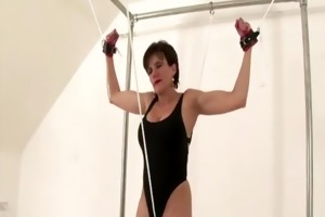 older lady gives her twat a workout