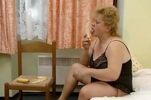 wicked chubby housewife rubs a banana on her part1