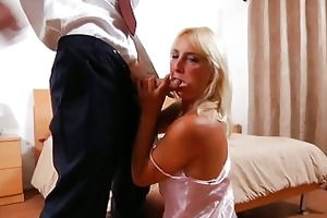 hardcore mamma andi roxxx copulates and sucks