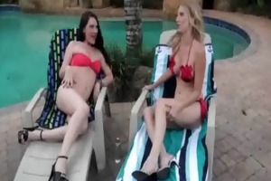 lesbo d like to fuck chick gets her snatch licked