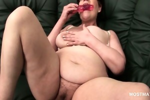 aged babe in glasses using her sex toys to
