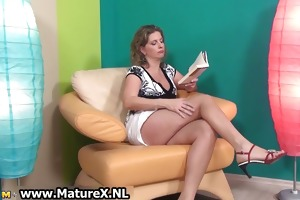 hawt aged lady in high heels can part2