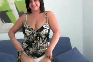 mature mama with large whoppers pinches her nipps