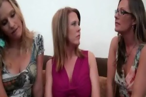 lesbo mother i seduces nextdoor hotty 7