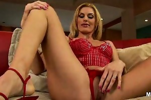 darryl hanahs one wild and nasty blond d like to