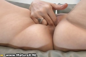 experienced older lady t live without to finger