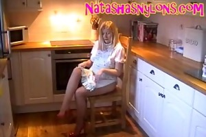 wench hose mama shows off her large whoppers at