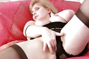 breasty d like to fuck fingering her aged pussy