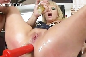 older d like to fuck receives asshole drilled